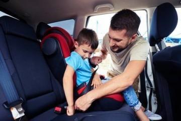 Kindersicherheit im Auto mit Kindersitz und Babyschale!