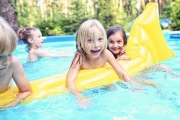 Sicherheit für Kinder im Schwimmbecken und Pool.